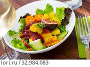 Купить «Salad with tuna, mango and greens», фото № 32984083, снято 21 февраля 2020 г. (c) Яков Филимонов / Фотобанк Лори
