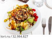 Купить «Goat cheese salad with pear», фото № 32984827, снято 29 марта 2020 г. (c) Яков Филимонов / Фотобанк Лори