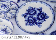 Beautiful large platter, and other dishes with the blue pattern in the style of Gzhel. Стоковое фото, фотограф Zoonar.com/Galina Tolochko / easy Fotostock / Фотобанк Лори