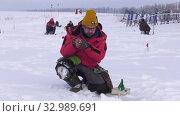 Купить «Рыбак на льду. Соревнования по рыбалке с мормышкой со льда. Fisherman on the ice. Competitions in fishing with jig from ice.», видеоролик № 32989691, снято 26 января 2020 г. (c) Евгений Романов / Фотобанк Лори