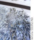 Silver suv car standing on snowy roadside of northern highway. Top view at winter landscape. Стоковое фото, фотограф Кекяляйнен Андрей / Фотобанк Лори