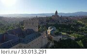 Купить «Aerial view of fortress Alcazar of Segovia. Spain», видеоролик № 33013291, снято 17 июня 2019 г. (c) Яков Филимонов / Фотобанк Лори