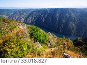 Купить «River with steep rocky banks in summer day», фото № 33018827, снято 23 февраля 2020 г. (c) Яков Филимонов / Фотобанк Лори