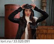Купить «Portrait of a pretty brunette girl in retro pilot costume», фото № 33020091, снято 1 декабря 2019 г. (c) Алексей Кузнецов / Фотобанк Лори