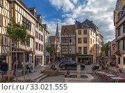 Руан, Франция. Красивый вид площади Lieutenant-Aubert (2017 год). Редакционное фото, фотограф Rokhin Valery / Фотобанк Лори