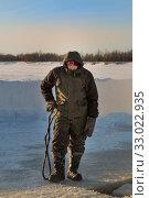 Portrait of a builder with steel tongs and hands. Стоковое фото, фотограф Андрей Кузнецов / Фотобанк Лори