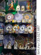 Handcrafted ceramics in souvenir shop in Barcelona. Стоковое фото, фотограф Яков Филимонов / Фотобанк Лори