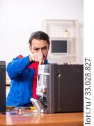Купить «Young engineer repairing musical hi-fi system», фото № 33028827, снято 11 апреля 2019 г. (c) Elnur / Фотобанк Лори