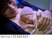 Купить «Mother with baby, mother-kangaroo method, Skin-to-skin contact, Neonatal pediatrics, Medical care, Neonate Intensive care Unit, UVI, ICU, Hospital Donostia...», фото № 33029823, снято 26 ноября 2019 г. (c) age Fotostock / Фотобанк Лори