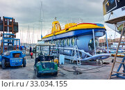 Купить «Touristic submarine under repair», фото № 33034155, снято 12 декабря 2019 г. (c) Роман Сигаев / Фотобанк Лори