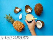 Купить «hand with pineapple coconut drink with paper straw», фото № 33039075, снято 16 ноября 2018 г. (c) Syda Productions / Фотобанк Лори