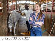 Купить «Woman who works at stable», фото № 33039327, снято 2 октября 2018 г. (c) Яков Филимонов / Фотобанк Лори