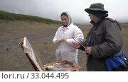 Купить «Artist master teaches student girl to paint mountain landscape», видеоролик № 33044495, снято 30 августа 2019 г. (c) А. А. Пирагис / Фотобанк Лори