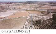 Купить «Top view of large wind power plants on field», видеоролик № 33045251, снято 16 июня 2019 г. (c) Яков Филимонов / Фотобанк Лори