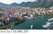 Купить «Panoramic aerial view of the city of Como. Italy», видеоролик № 33045291, снято 1 сентября 2019 г. (c) Яков Филимонов / Фотобанк Лори