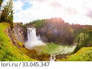 Купить «Snoqualmie Falls waterfall panorama Washington USA», фото № 33045347, снято 2 апреля 2015 г. (c) Сергей Новиков / Фотобанк Лори