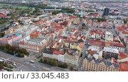 Picturesque autumn landscape of ancient Pilsen downtown with cathedral of St. Bartholomew on main square. Стоковое видео, видеограф Яков Филимонов / Фотобанк Лори