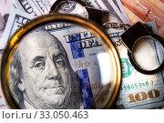 Купить «Американские доллары под увеличительным стеклом и наручники», фото № 33050463, снято 8 февраля 2020 г. (c) Николай Винокуров / Фотобанк Лори