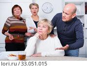 Купить «Mature man is apologizing to girlfriend for quarrel», фото № 33051015, снято 16 декабря 2017 г. (c) Яков Филимонов / Фотобанк Лори