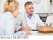 Купить «Professor of medicine training colleague», фото № 33051067, снято 13 июля 2020 г. (c) Яков Филимонов / Фотобанк Лори