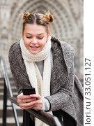 Купить «female in the historical center with mobile», фото № 33051127, снято 11 ноября 2017 г. (c) Яков Филимонов / Фотобанк Лори