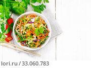 Салат из огурцов в чаше на доске сверху. Стоковое фото, фотограф Резеда Костылева / Фотобанк Лори