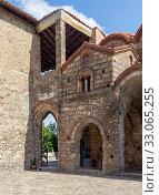 Купить «The patio christian, orthodox church close-up (Mystras, Greece, Peloponessus)», фото № 33065255, снято 12 сентября 2019 г. (c) Татьяна Ляпи / Фотобанк Лори