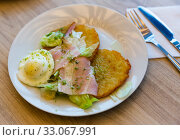 Купить «Draniki (potato pancakes) with ham, fried egg», фото № 33067991, снято 30 мая 2020 г. (c) Яков Филимонов / Фотобанк Лори