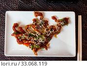 Купить «Teriyaki beef with sesame seeds. Japanese cuisine», фото № 33068119, снято 27 февраля 2020 г. (c) Яков Филимонов / Фотобанк Лори