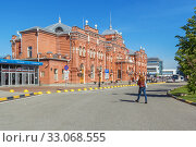 Купить «View of the Kazan railway station in Russia», фото № 33068555, снято 25 мая 2019 г. (c) Дмитрий Тищенко / Фотобанк Лори