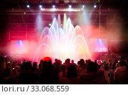 Купить «Viewers watch laser show», фото № 33068559, снято 9 декабря 2012 г. (c) Александр Подшивалов / Фотобанк Лори