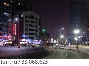 Ajman, UAE - April 6. 2018. Street Sheikh Humaida bin Rashid al-Nuaimi at night. Редакционное фото, фотограф Володина Ольга / Фотобанк Лори