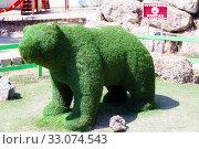 Купить «Green urban figures of wild animals. Kerch, Crimea», фото № 33074543, снято 29 июня 2019 г. (c) Владимир Арсентьев / Фотобанк Лори