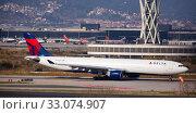 Купить «Passenger Airplane of Delta airlines getting ready for take-off», фото № 33074907, снято 26 января 2020 г. (c) Яков Филимонов / Фотобанк Лори