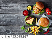 Купить «three Cheeseburgers with beef patties, flat lay», фото № 33098927, снято 20 сентября 2019 г. (c) Oksana Zh / Фотобанк Лори