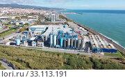Купить «Top view of the chemical plant and the surrounding area», видеоролик № 33113191, снято 24 ноября 2019 г. (c) Яков Филимонов / Фотобанк Лори