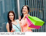 Купить «two young women laughing while shopping in summer», фото № 33118243, снято 25 мая 2020 г. (c) PantherMedia / Фотобанк Лори