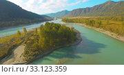 Купить «Low altitude flight over fresh fast mountain river with rocks at sunny summer morning.», видеоролик № 33123359, снято 31 марта 2019 г. (c) Александр Маркин / Фотобанк Лори