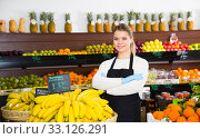 Купить «Young female seller in gloves selling fresh bananas on the market», фото № 33126291, снято 31 января 2019 г. (c) Яков Филимонов / Фотобанк Лори