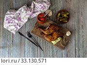 Купить «Fried chicken legs on a cutting board close-up», фото № 33130571, снято 5 февраля 2020 г. (c) Татьяна Ляпи / Фотобанк Лори
