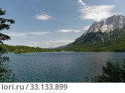 Купить «lake eibsee before mountain Zugspitz», фото № 33133899, снято 2 июня 2020 г. (c) PantherMedia / Фотобанк Лори