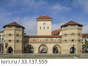 Купить «the isartor, the eastern city gate in munich, houses the valentin-karlstadt-musäum.», фото № 33137559, снято 29 марта 2020 г. (c) PantherMedia / Фотобанк Лори