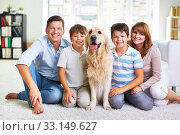 Family on the floor. Стоковое фото, фотограф Dmitriy Shironosov / PantherMedia / Фотобанк Лори