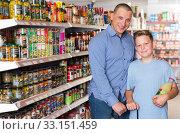 Купить «father and boy while shopping», фото № 33151459, снято 4 июня 2018 г. (c) Яков Филимонов / Фотобанк Лори