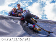 Купить «Russia, Samara, June 2019: a young sports man with the help of a rope overcomes the most difficult obstacles in the race of Everest heroes.», фото № 33157243, снято 8 июня 2019 г. (c) Акиньшин Владимир / Фотобанк Лори