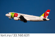 Купить «TAP Air Portugal Airbus A319 CS-TTK taking off from Barcelona Airport», фото № 33160631, снято 2 февраля 2020 г. (c) Яков Филимонов / Фотобанк Лори