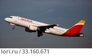 Купить «Iberia Airbus A320 EC-LRG taking off from Barcelona Airport», фото № 33160671, снято 2 февраля 2020 г. (c) Яков Филимонов / Фотобанк Лори