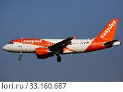 Airliner G-EZFZ of easyJet landing in El Prat Airport. Редакционное фото, фотограф Яков Филимонов / Фотобанк Лори