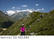 Woman in hiking clothes in front of Gross Glockner,Kals,Matrei. Стоковое фото, фотограф Günter Lenz / PantherMedia / Фотобанк Лори