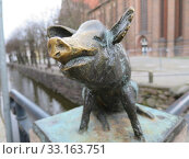 pigs bridge over the old ditch at the nikolaikirche. Стоковое фото, фотограф Erich Teister / PantherMedia / Фотобанк Лори